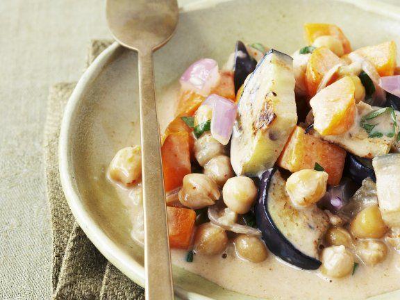 Kichererbsen und Auberginen in Kokos-Curry-Sauce ist ein Rezept mit frischen Zutaten aus der Kategorie Fruchtgemüse. Probieren Sie dieses und weitere Rezepte von EAT SMARTER!