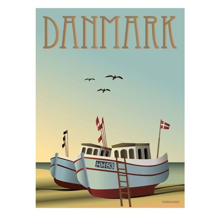Findes der et hyggeligere motiv end en gammel fiskekutter? Designfirmaet, VISSEVASSE har designet denne skønne plakat af to fiskekuttere på en sommerstrand.