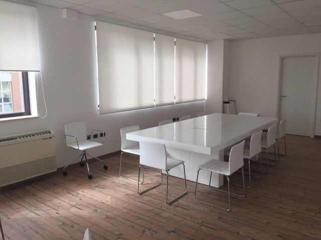 Meeting Room Model CUBE White - Chairs Model AIR White and Metal Structure