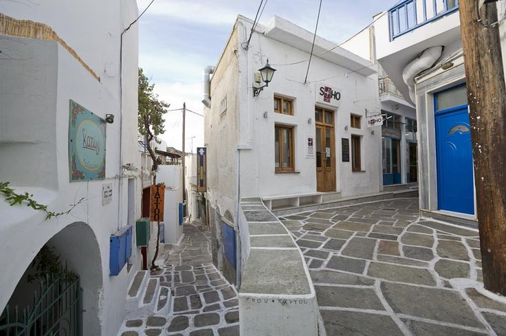 Feel the calmness of the Aegean with just a little afternoon stroll at the picturesque alleys of Ios island! #travel #Ios #island #Greece #alleys #cruise #afternoon