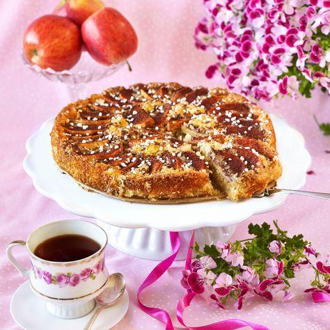 Äpple och kokos gör den här kakan underbart saftig och god.