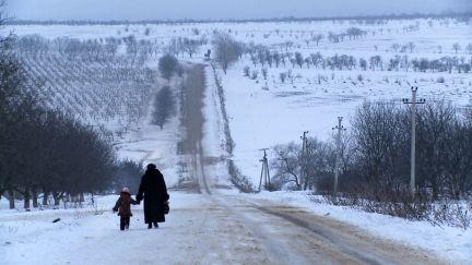 Ilegální máma  Moldavsko je nejchudší zemí Evropy. Zejména na venkově je život mimořádně složitý. Bývalá obilnice Sovětského svazu se utápí v bídě, beznaději a alkoholu. Není ...