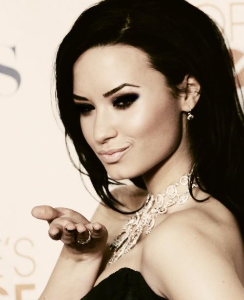 Demi Lovato's perfect eyebrows | DEMI LOVATO!!!!