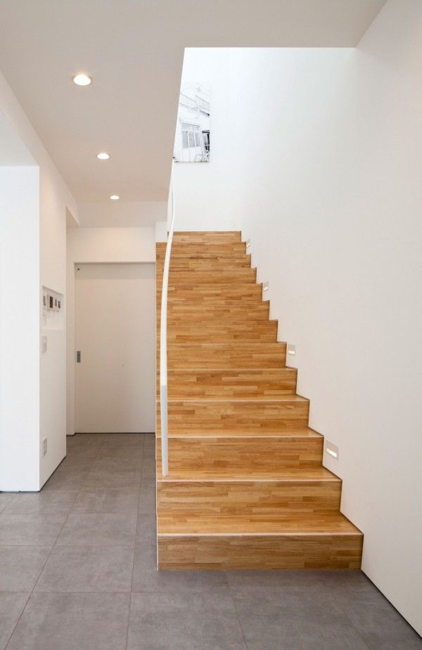 Woods Stairs from White Modern Interior Design by RCK Design in Tokyo 600x925 White Modern Interior Design by RCK Design in Tokyo