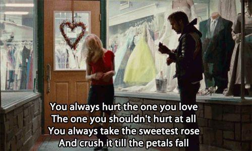"""Blue Valentine (2010 Derek Cianfrance) Dean: """"Siempre se daña a quien se ama, a quien no se debería hacer daño. Siempre se coge la rosa más dulce, y se aplasta, hasta que caen los pétalos/You always hurt the ones you LOVE, The one you shouldn't hurt at all. You always take the sweetest rose, And crush it till the petals fall."""" ❤️"""