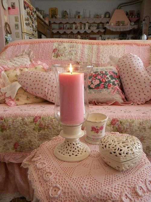 The prettiest pink living room ever!
