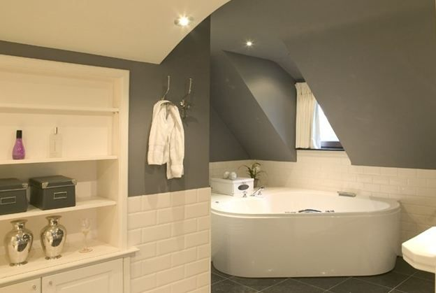 25 beste idee n over badkamer kleuren grijs op pinterest interieur kleuren grijze badkamer - Deco wc grijs ...