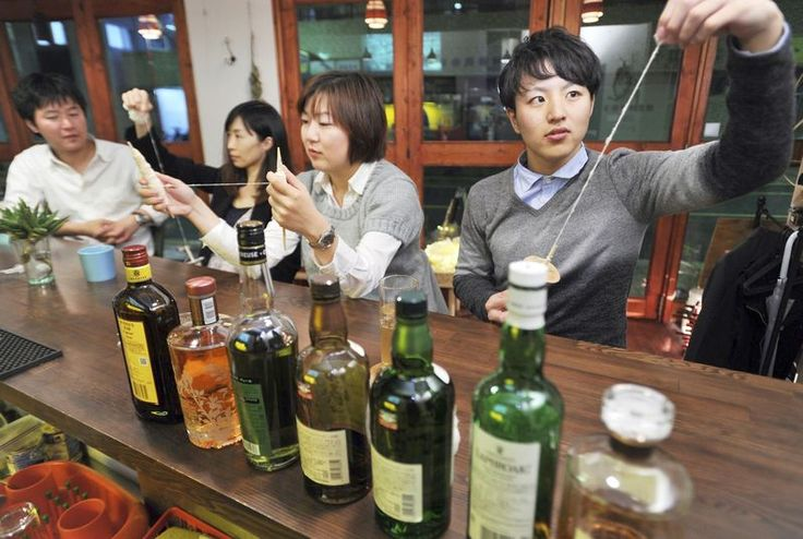 Cotton-spinning bar offers place to unwind - The Japan News