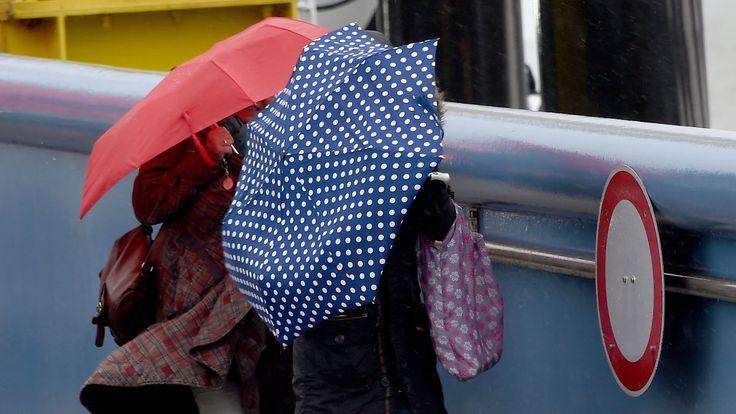 Nach bewölkter, milder Nacht: Wolkenband bringt Karsamstag reichlich Regen