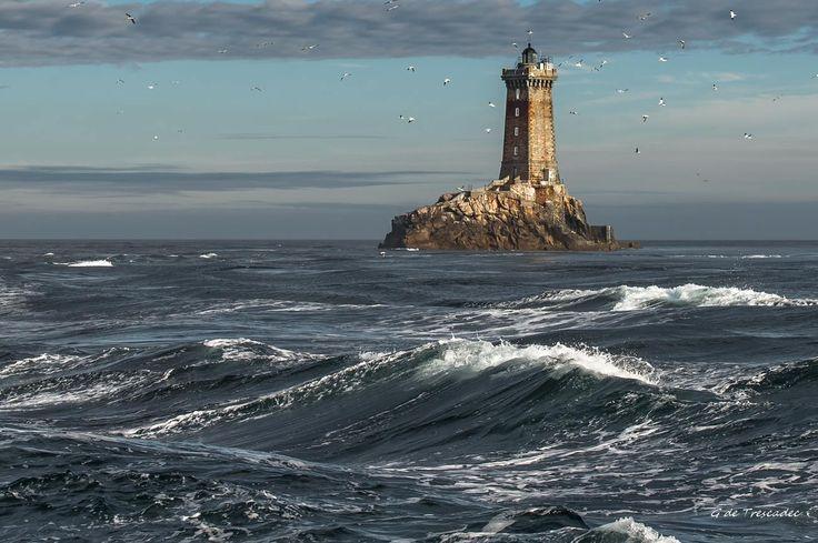 Phare de la Vieille entre Sein et la la Pointe du Raz ©Gaëlle de Trescadec - Photographe de Penn Ar Bed