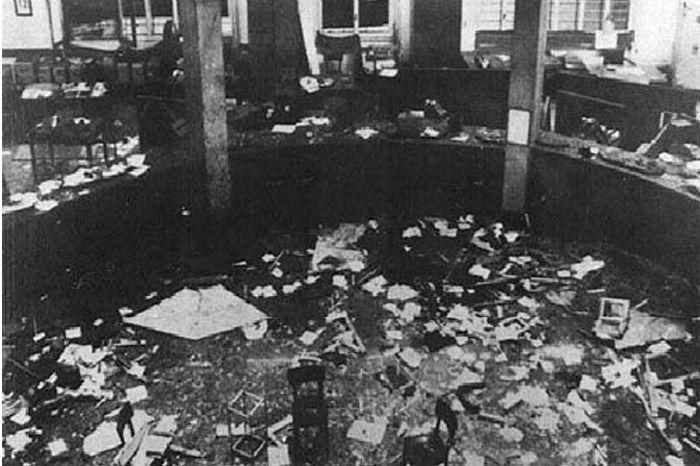 Nel pomeriggio del 12 dicembre di 46 anni fa una bomba da 7 chili di tritolo devastò la Banca dell'Agricoltura, in piazza Fontana a Milano. I morti furono 17, i feriti 88. Per l'Italia iniziò una stagione di terrore.La vicenda processuale fu lungh...