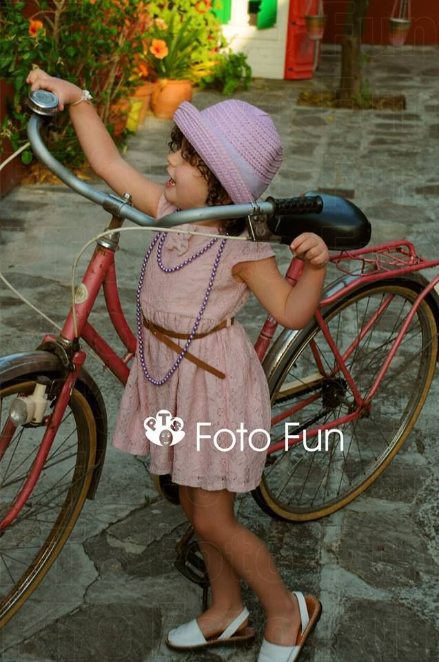 little girl vitage with pink bike