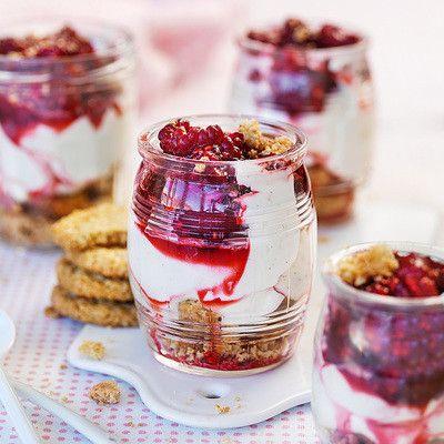 Cheescake i glas med färska hallon