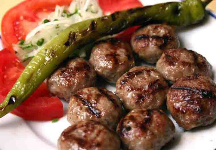 En Gözde Chef'in nefis yemek tarifleri farkıyla Izgara Köfte Tarifi'ne malzemeler ve yapılışı detaylı anlatım.