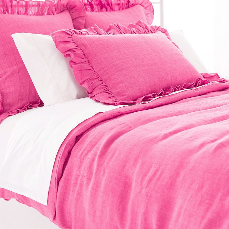 Take a tailored approach to bed dressing with our machine-washable 100% linen duvet cover in a daring fuchsia. Mix and match with our  Trio Fuchsia flat sheet, shams, and pillowcases,  Signature Fuchsia bath rug and  Signature Banded White/Fuchsia bath towels.   • 100% linen.  • Knife edge.  • Hidden button closure.