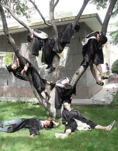 Dissatisfied by traditional graduation photos, some Chinese students are seeking cool way to memorize their school days. Some of the 'crazy graduation photos' look just like crime scenes. And a student lost his life during taking photo for his friend.... Are these photo just a special way to show your personality? Or are they no more than showing off one's courage? Is it proper to mark the past days with the most crazy creativity? Or are they kidding their young life?