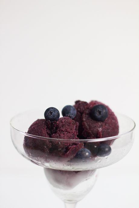 Un délicieux sorbet aux bleuets, qui ne nécessite pas de machine à crème glacée