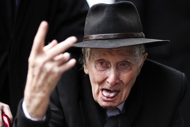 Ronnie Biggs arrives at the funeral of Bruce Reynolds