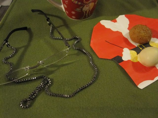 Even Sanda Claus needs a chain for his eyeglasses.