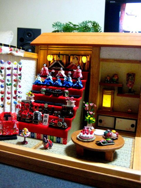 『桃の節句 雛人形飾りのある座敷 制作中~♪』