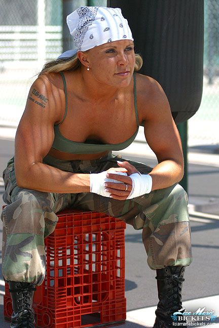 """""""They are beautiful. They are deadly. They are Women MARINES!"""