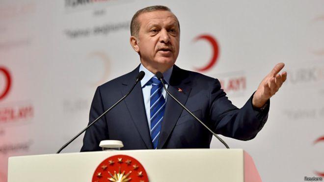 'Komplo teorileri Türkiye demokrasisi için endişe verici' :http://fikrikadim.com/2015/04/komplo-teorileri-turkiye-demokrasisi-icin-endise-verici/