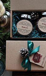 Набор чай/кофе Минимальный тираж: 10 штук Срок изготовления: 3-14 дней  Состав подарка:  - чай зеленый/черный/травяной 50гр в стеклянной баночке - кофе зерновой Арабика 50гр в стеклянной баночке - декорированная крафт-коробка (белая коробка) 10х17х6см, наполнитель 150 000 бел.руб.  Каждый подарочный набор персонализируется и брендируется