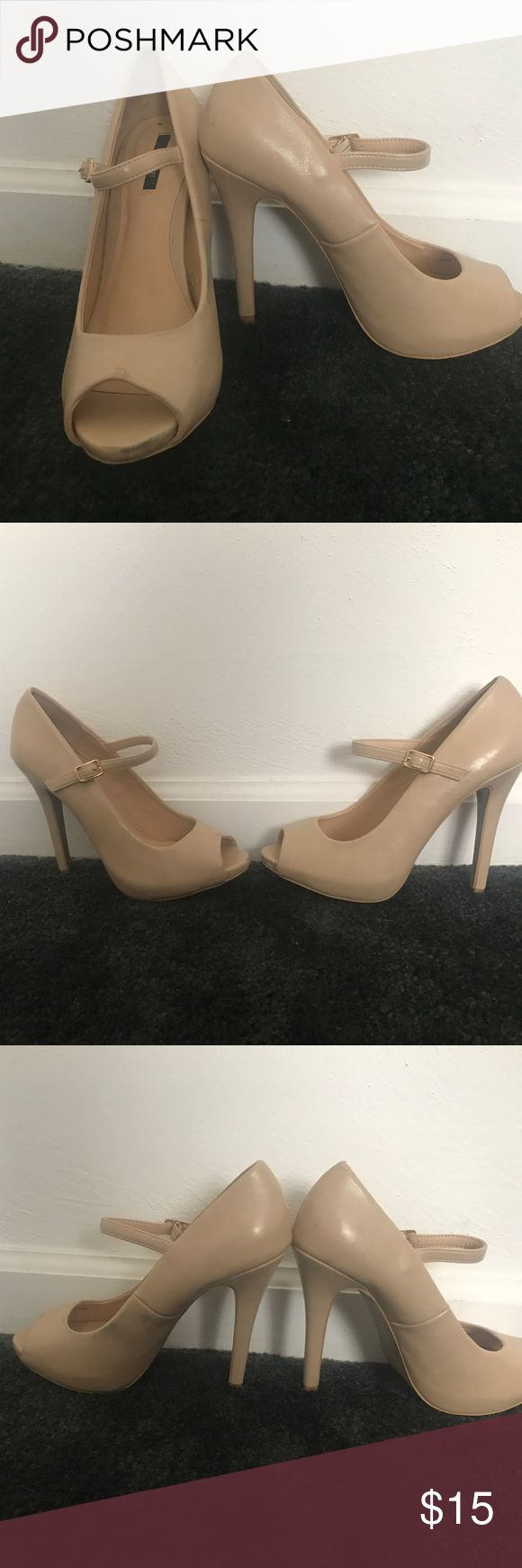 Nude peep toe platforms Cute nude peep toe platform heels! Only worn once, slight discoloration on inside of one but otherwise in great condition. Price reflects condition! Shoes Platforms