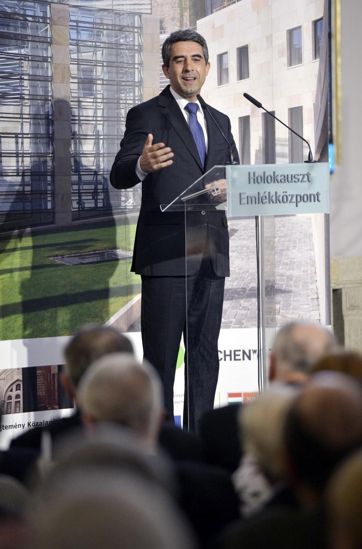 Roszen Plevneliev bolgár köztársasági elnök megnyitja a Nehéz választások - sorsdöntő következmények című kiállítást / Rosen #Plevneliev, President of #Bulgaria opens the Tough Choices that Make a Difference exhibition in #Budapest  MTI Fotó: Beliczay László