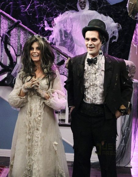 Classic Halloween Costume From The Cast Of Modern Family! | Celebrity News Latest GossipCelebrity News Latest Gossip