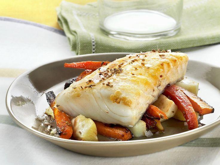 Kabeljaufilet mit Sellerie-Möhren-Gemüse |  Kalorien: 276 Kcal - Zeit: 40 Min. |  http://eatsmarter.de/rezepte/kabeljaufilet-mit-sellerie-moehren-gemuese
