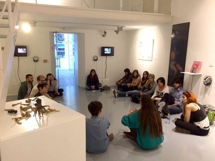 Con las comisarias de la exposición colectiva DEGENERO, Elisa Terroba y Sylvia Peceño, en una charla en torno al contenido de la exposición, las obras de las artistas y los temas que en ellas se tratan.