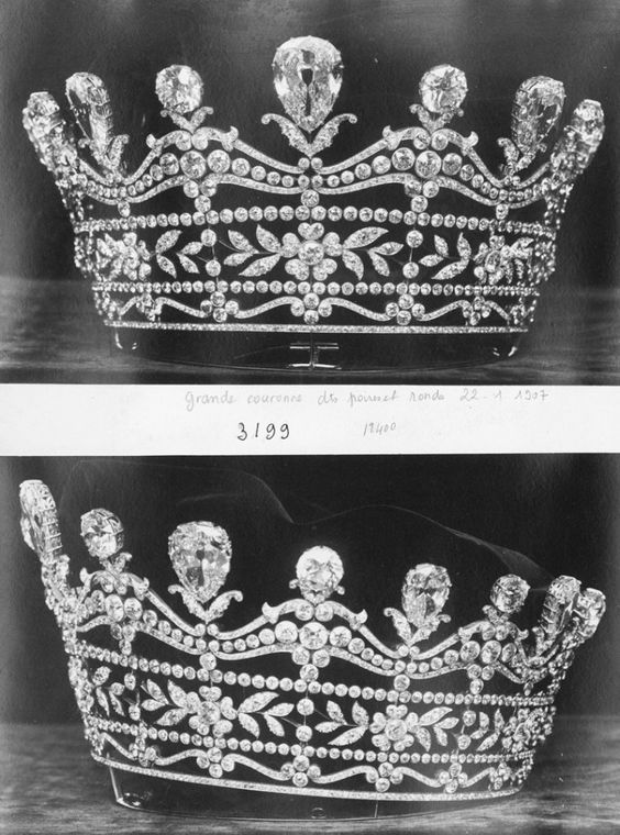 A gorgeous diamond tiara, 1905, by Boucheron. Featuring the layered-look of the original Harcourt tiara, not the current one, with flower heads and leaf clusters in two of the layers. An upper undulating layer, topped with fifteen large pear-shaped diamonds