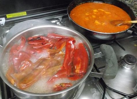 Foto del proceso de cocinar los caracoles a la vizcaina de CasaKatyBilbao.