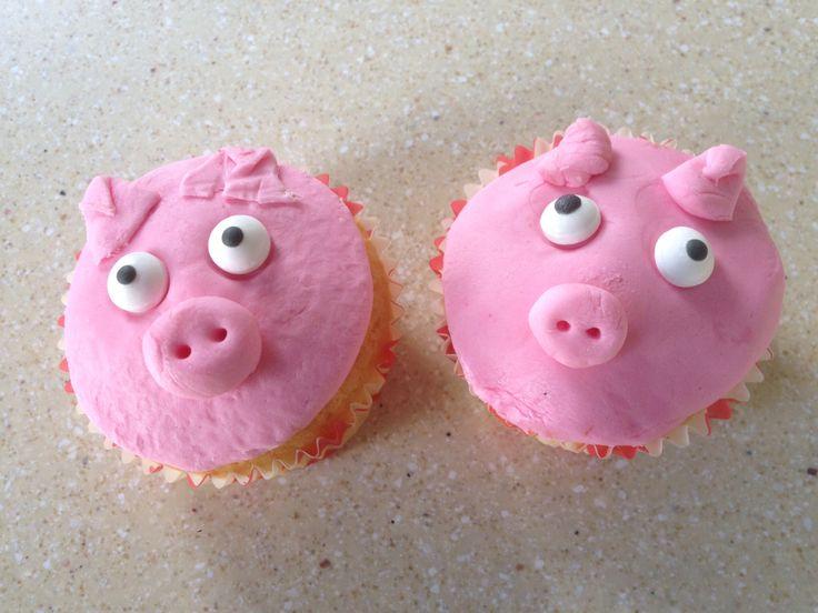 Varken cupcakes   Recept: 125g boter 125g suiker  125g zelfrijzende bloem 2 eieren 2 eetlepels melk