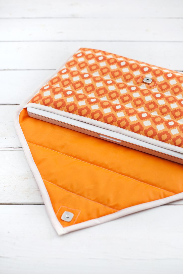 Simple and Fashionable Quilted Laptop Sleeve - it's even padded and water resistant!