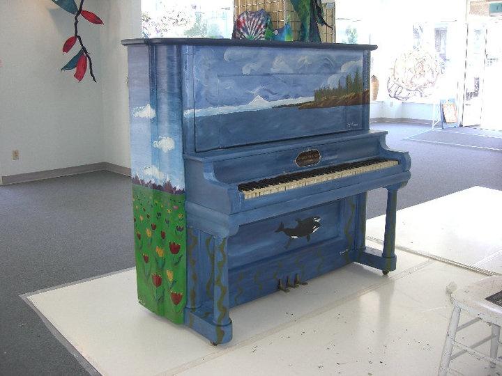 Les 25 meilleures id es de la cat gorie pianos peints sur for Le pere du meuble furniture