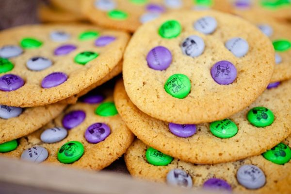 custom purple and green M cookies, favorite family recipe cookie bar, unique wedding reception food bars, purple and green country chic wedding, Bend the Light Photography