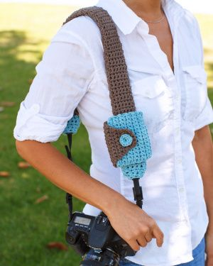 For your photo-savvy friends this crochet Camera Strap Cover And Lens Cap Pouch is just the thing they'll love to use.