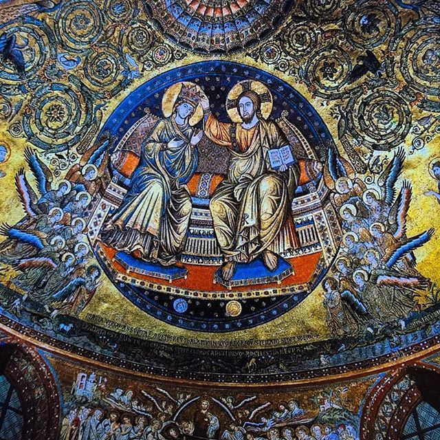 📷 Mosaic from the apse of Santa Maria Maggiore depicting Christ crowning the Virgin. #mosaic #santamariamaggiore #church #christ #crowning #virgin #rome #italy