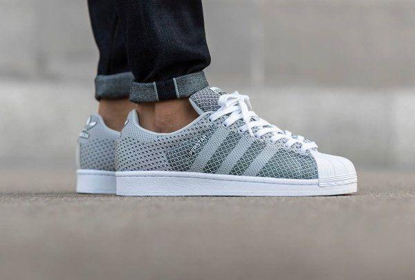 Découvrez la Adidas Superstar Weave Grey White, une basket blanche et grise avec une empeigne tissée (collection automne 2015).