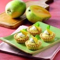 MANGGO AND ALMOND PIE http://www.sajiansedap.com/mobile/detail/17752/manggo-and-almond-pie