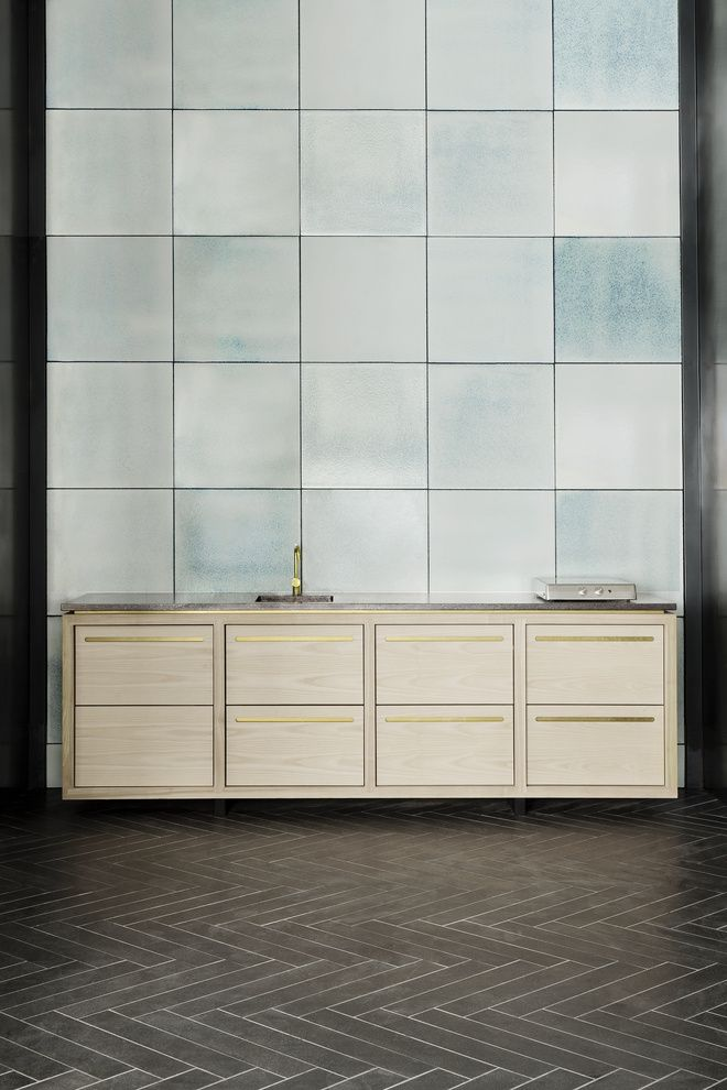 The Ossido series is our most artistically diverse tiles. With a glazing mixed from up to 12 different colours that are burned together, each tile has its own unique expression but always with the sam