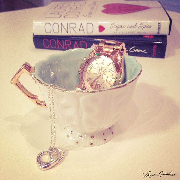 A stylish way to organize your trinkets and jewelry! #teacup
