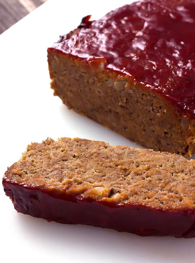 Best classic meatloaf recipe // sub Beyond Meat burgers for beef/pork, nomato sauce with date sugar, cashew milk, Follow Your Heart VegEgg, and chickpea breadcrumbs from Watusee