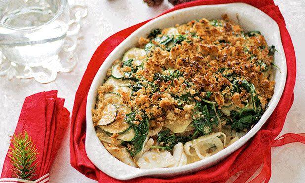 Este mil-folhas de bacalhau é um prato que conjuga ingredientes como a broa de milho, as batatas e os legumes e é uma alternativa ao clássico bacalhau.