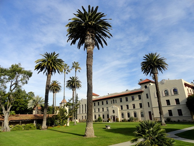 One of the many beautiful lawns at Santa Clara University, captured by aishaashraf, via Flickr.