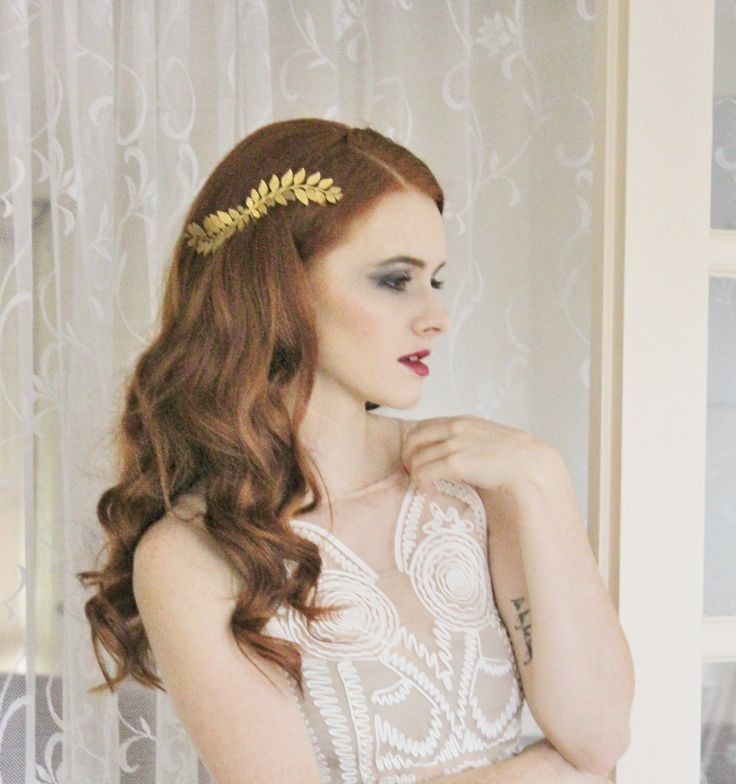Gold Grecian leaf Hair Comb GG018This piece is delicate, elegant yet simple with a big impact. Perfect for your special day.Look like a Grecian goddess with these lovely brass leaves which curve up to create an arch up and down This piece can be worn in a number of ways making it very versatile for many hair styles. Wear it to the side of the head or at the back of an up-do.Available in colours: Raw Brass, Gold (Shiny), Silver (Shiny)The leaves have a gold-tone to them with a raw brass…