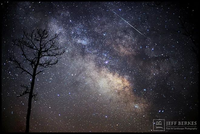 Lyrid Meteor Over Southern Maryland   >>>>  Astrophotographer Jeff Berkes captured this Lyrid meteor in the marshlands of southern Maryland on April 14, 2013.