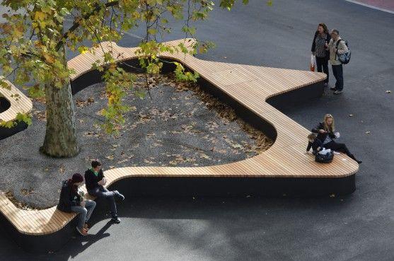 Banc à la forme d'une feuille de platane, à la Bundesplatz Zug à Zurich